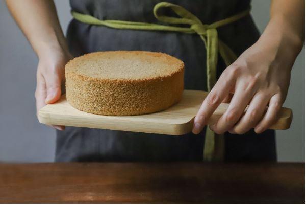 Por que alguns bolos murcham depois de assados?